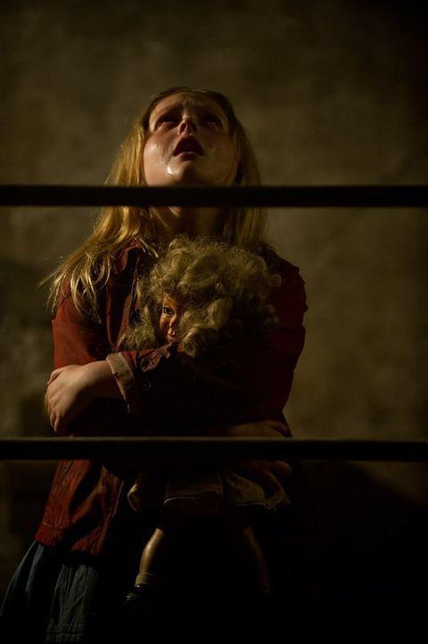 Ihr Zufluchtsort wurde entdeckt! Jetzt beginnt für die kleine Zoe (Emily Alyn Lind) und ihre Eltern ein gnadenloser Kampf ums Überleben ... - Bildquelle: 2015 Warner Bros.