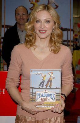 Madonna präsentiert ihr zweites Buch. - Bildquelle: getty - AFP