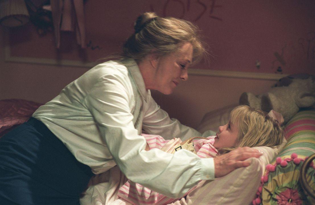 Tag für Tag muss Nanny (Julie Andrews, l.) die temperamentvolle und fantasiebegabte Eloise (Sofia Vassilieva, r.) bremsen, die kaum eine Gelegenhei... - Bildquelle: American Broadcasting Company (ABC)