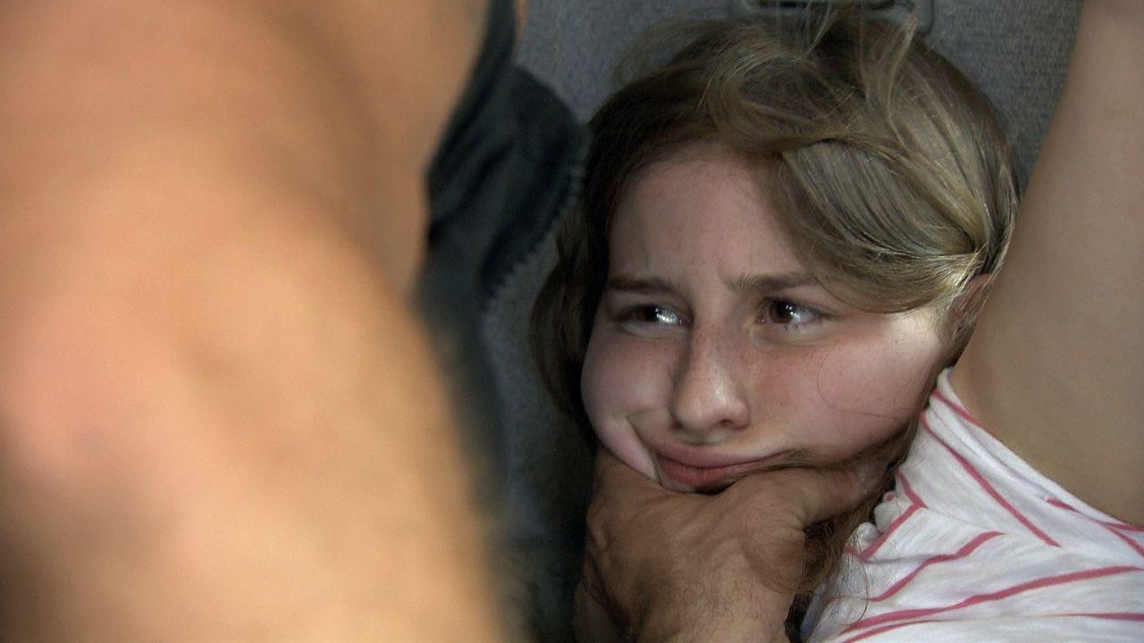 Luisa ist 18 Jahre alt und hat die Schnauze voll vom Pauken! Und auch von ihrem alleinerziehenden Vater fühlt sie sich missverstanden. Luisa entsch... - Bildquelle: SAT.1