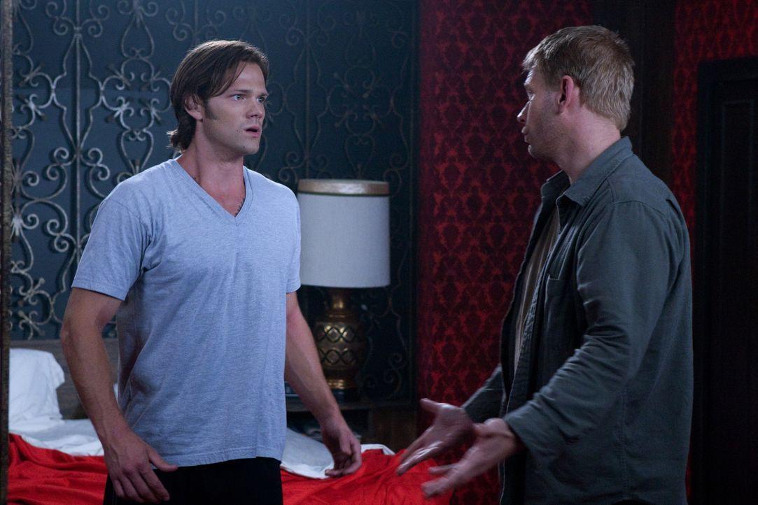 Sam entscheidet sich, nicht mehr als Jäger zu arbeiten. Nachdem er einen überraschenden Besuch erhalten hat, macht Sam eine schwere Zeit durch: Sam... - Bildquelle: Warner Brothers