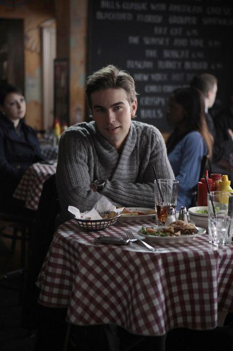 Nate (Chace Crawford) freut sich, dass wenigestens eine Person an seinen Geburtstag gedacht hat. - Bildquelle: Warner Brothers