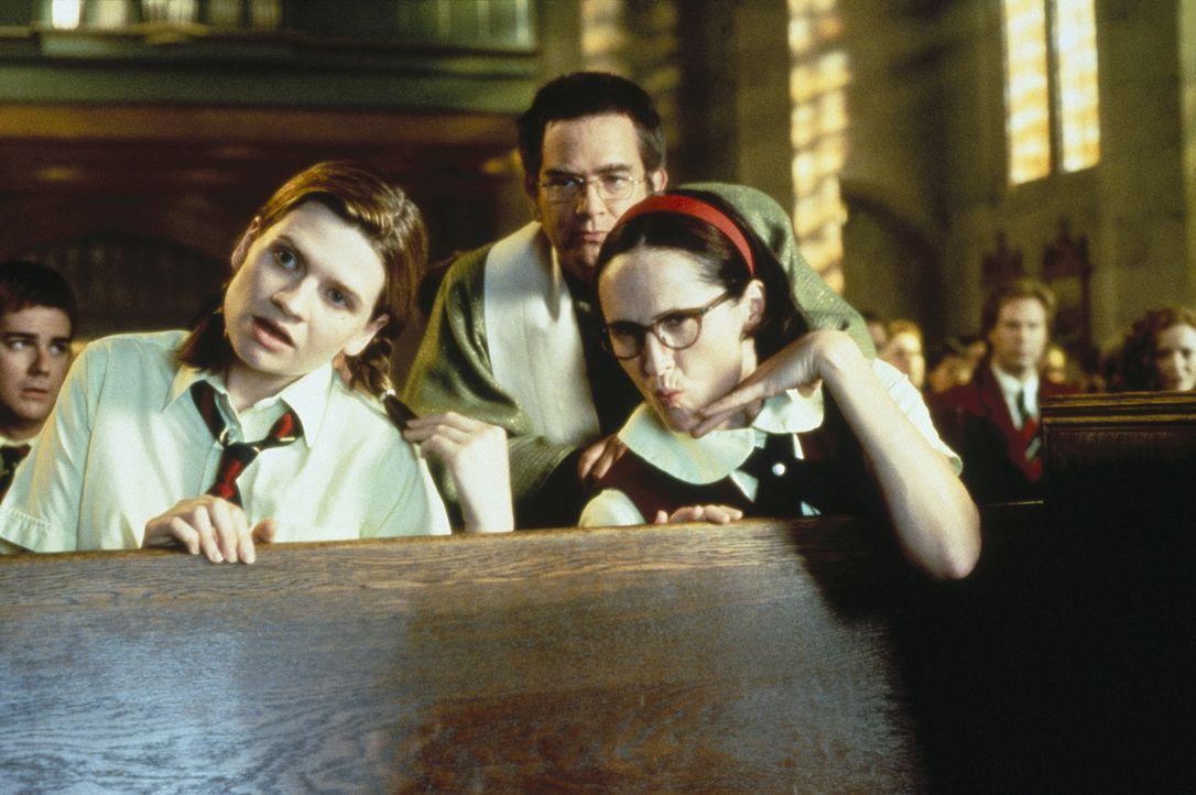 Helen (Emmy Laybourne, l.), Vater Ritley (Mark McKinney, M.) und Mary (Molly Shannon, r.) trauen ihren katholischen Augen nicht ... - Bildquelle: Paramount Pictures