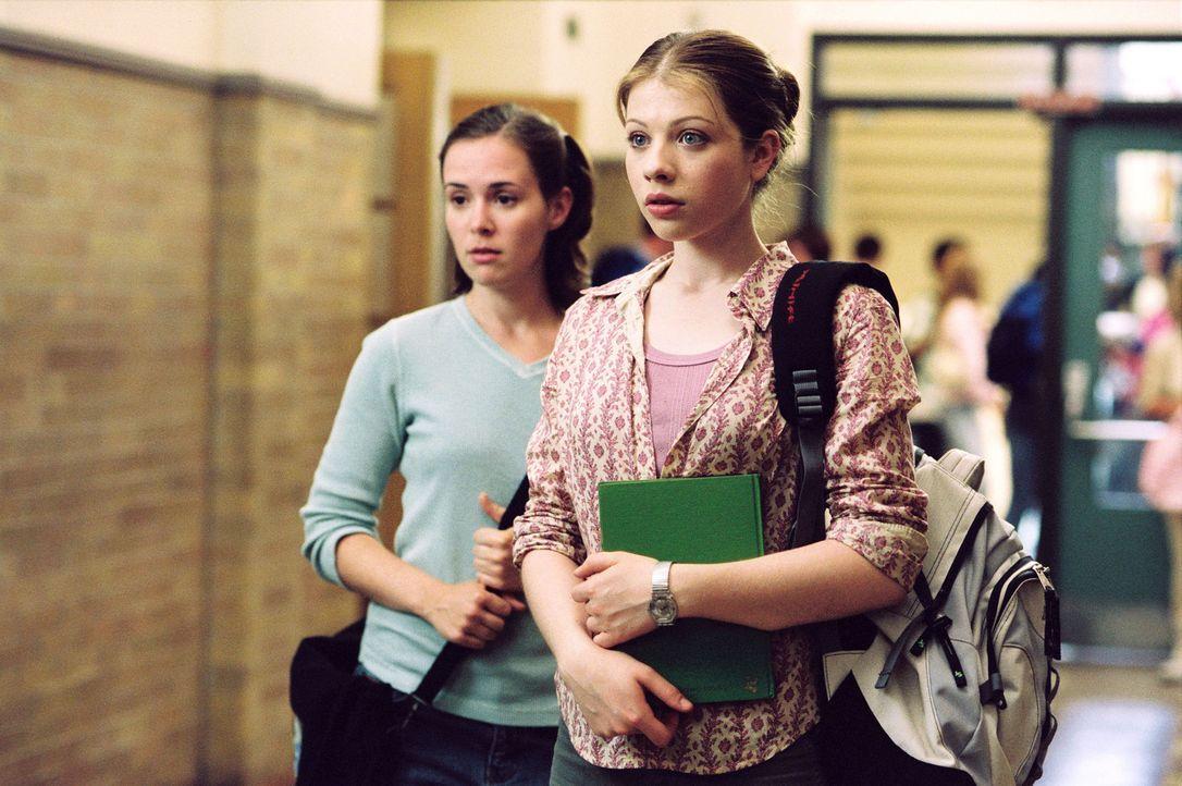 Casey (Michelle Trachtenberg, r.) will Eistänzerin werden. Ihre Mutter hat jedoch schon andere Pläne mit ihr. Nach einem soliden Studium in Harvard... - Bildquelle: 2005 Disney Enterprises, Inc.