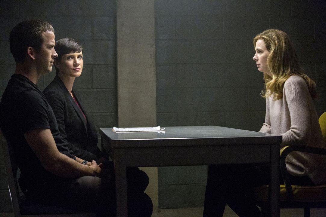 Lasalle (Lucas Black, l.) und Brody (Zoe McLellan, M.) ermitteln in einem neuen Fall und stoßen dabei auf Dawn Lin (Anne Dudek, r.). Doch hat sie wi... - Bildquelle: 2014 CBS Broadcasting Inc. All Rights Reserved.