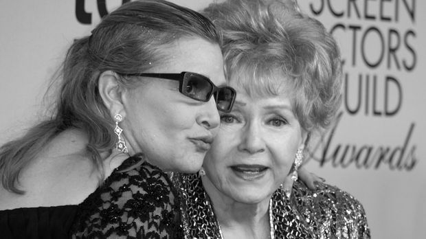 Debbie Reynolds (r.) und Carrie Fisher