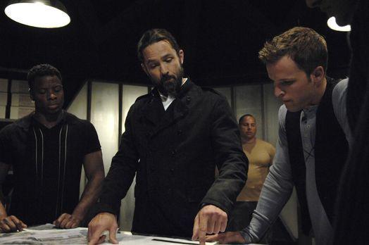 Planen ihre nächsten Schritte: Jordan (Billy Campbell, M.) und Kyle (Chad Fau...