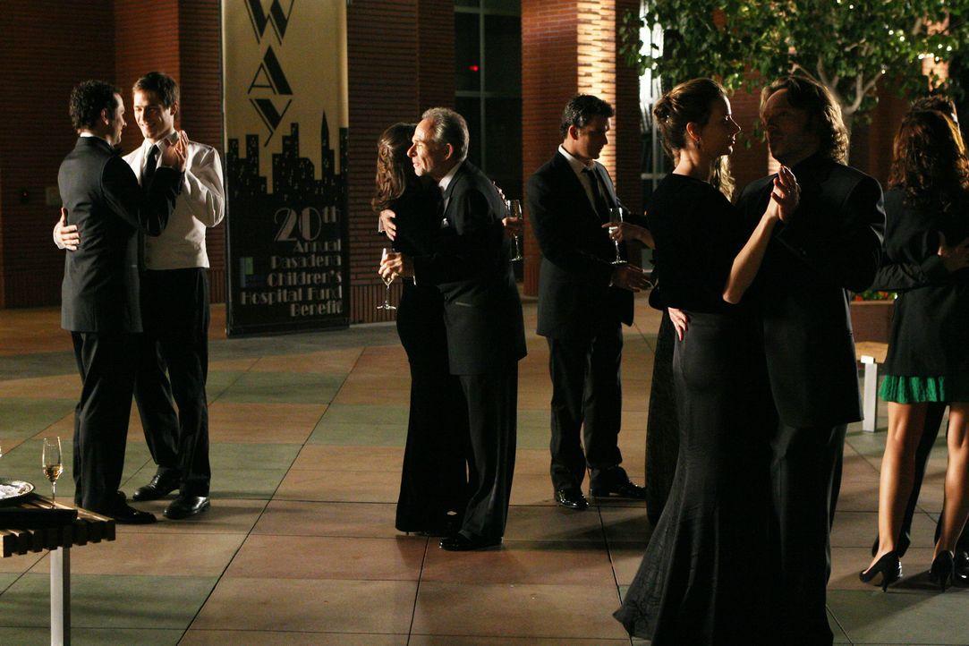 Zu später Stunde rappeln sich die Walkers jedoch auf und feiern außerhalb des Veranstaltungssaals ihr eigenes Fest unterm Sternenhimmel ... - Bildquelle: Disney - ABC International Television