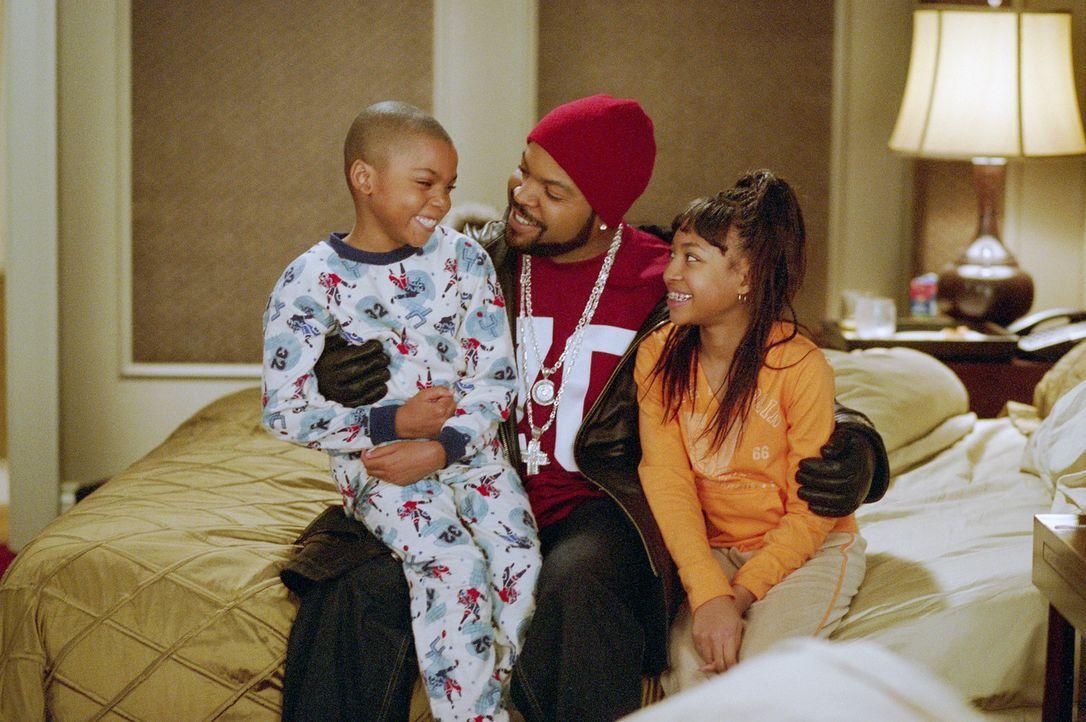 Suzanne, die geschiedene Mutter zweier Kinder, weilt gerade geschäftlich im fernen Vancouver. Da beschließt Nick (Ice Cube, M.), der unsterblich i... - Bildquelle: Sony 2007 CPT Holdings, Inc.  All Rights Reserved.