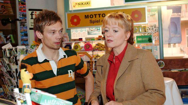 Helga (Ulrike Mai, r.) versucht Jürgen (Oliver Bokern, l.) davon zu überzeuge...