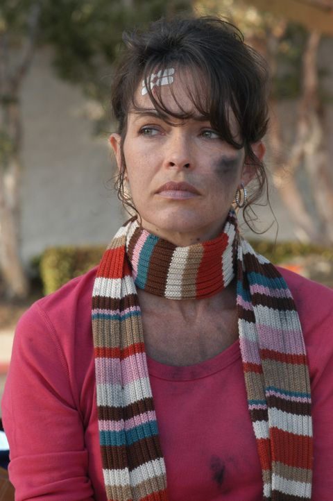 Nach der Explosion ihres Wagens steht Micki Shields (Mary Page Keller) unter Schock ... - Bildquelle: CBS Television