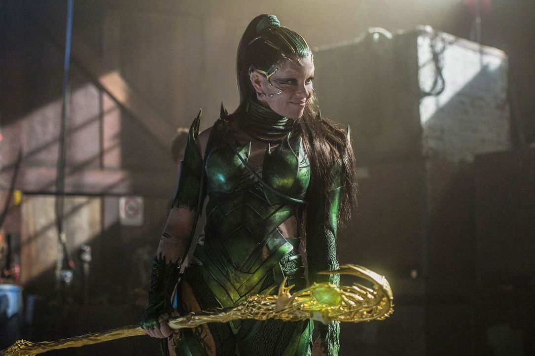 Rita Repulsa (Elizabeth Banks) - Bildquelle: 2017 SCG Power Rangers LLC.  All Rights Reserved.