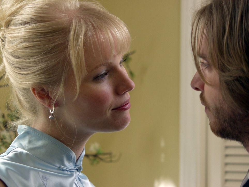 Die Trauzeugen Rich (Aaron Stanford, r.) und Samantha (Melissa Sagemiller, l.) sind bereits genauso lang zusammen wie das zukünftige Ehepaar Elise...
