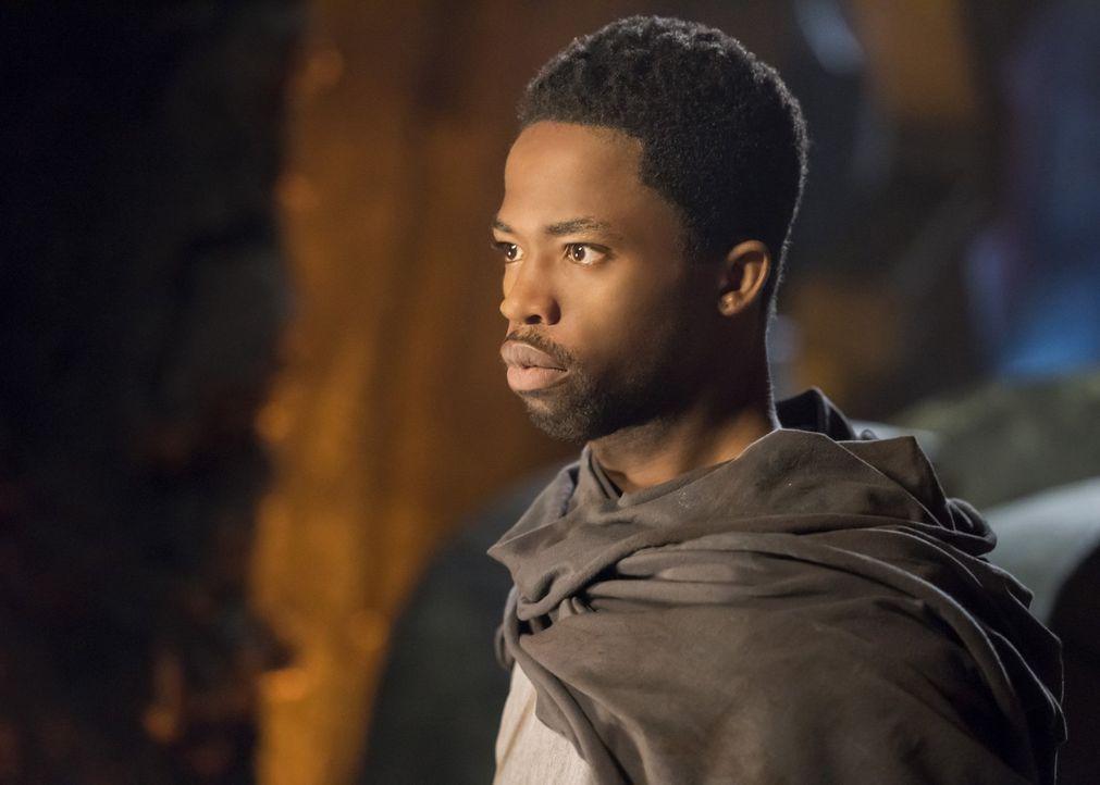 Der beste Kämpfer der weißen Marsianer-Rebellen, Till'all (Dewshane Williams), ist nicht begeistert über J'onns Ankunft auf dem Mars ... - Bildquelle: 2017 Warner Bros.