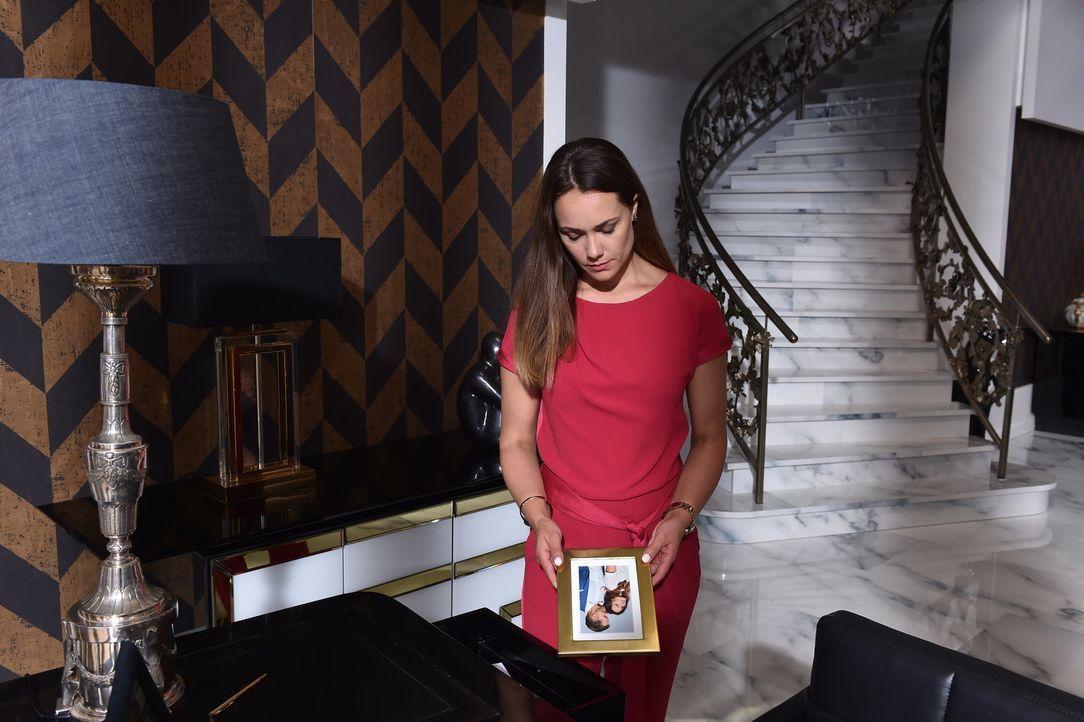 Kann Melissa (Sarah Maria Besgen) unter den aktuellen Umständen über den Tod ihres Mannes hinwegkommen? - Bildquelle: Andre Kowalski SAT.1/André Kowalski