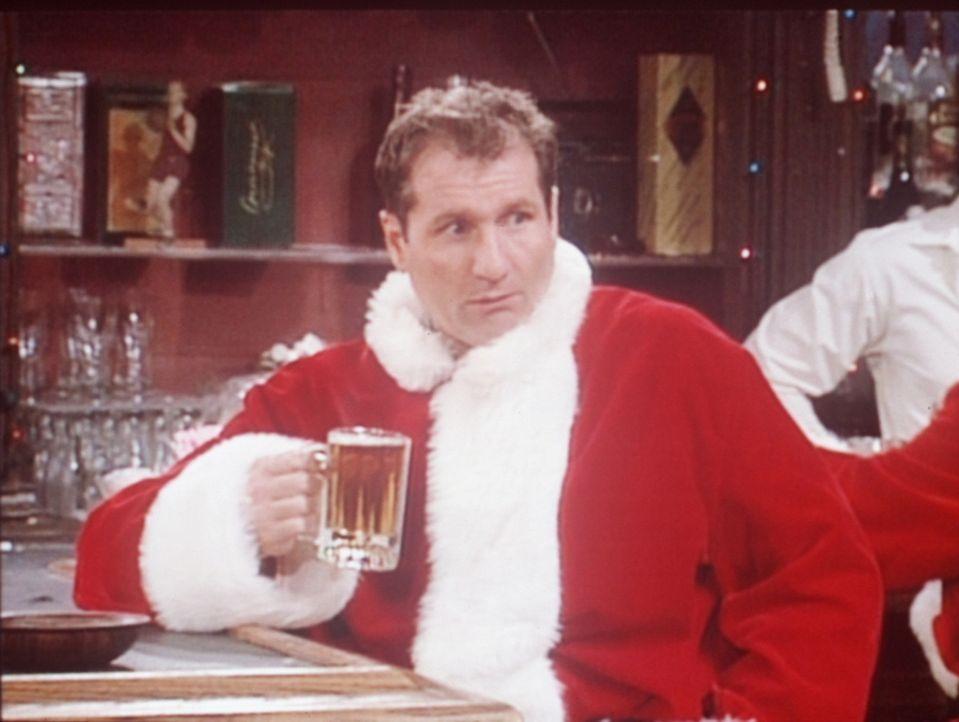 Al (Ed O'Neill) spült seinen Frust hinunter: Er muss sich als Weihnachtsmann verdingen, um der lieben Familie Geschenke kaufen zu können. - Bildquelle: Columbia Pictures