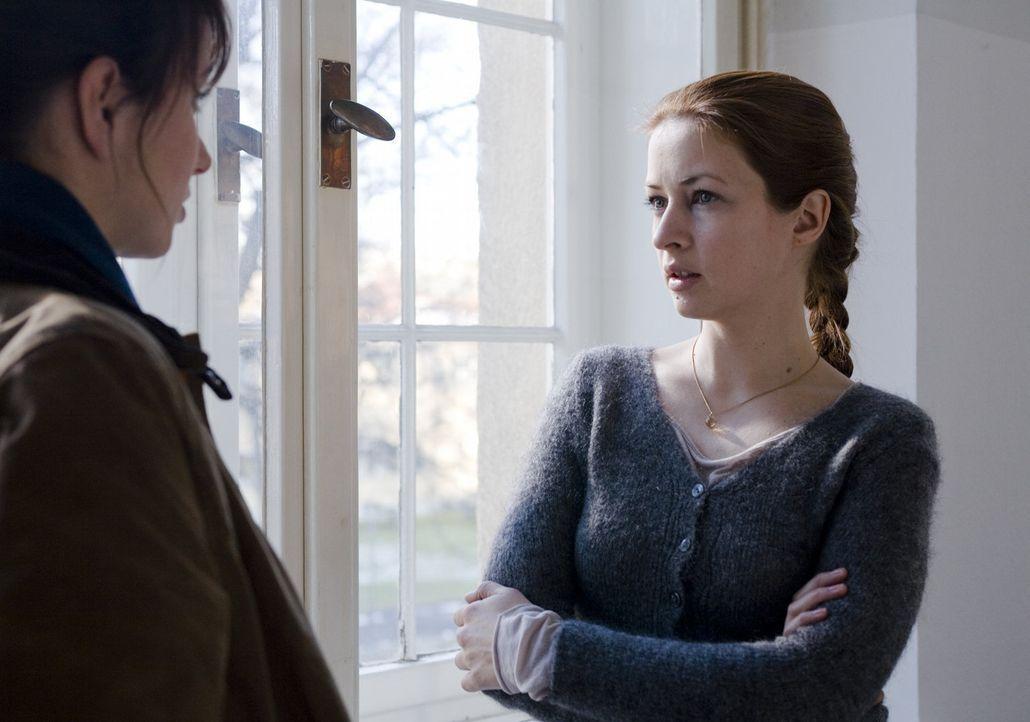 Erst spät erfährt Andrea (Julia Koschitz, l.), dass ihre ehemals beste Freundin Milena (Loretta Stern, r.) keineswegs so schuldig ist, wie sie jahre... - Bildquelle: SAT.1