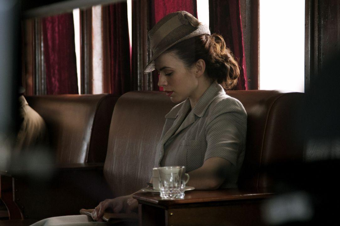 Das Leben von Eva Delectorskaya (Hayley Atwell) nimmt eine drastische Wendung, als sie sich dazu entscheidet, die Position ihres Bruders beim britis... - Bildquelle: TM &   2012 BBC