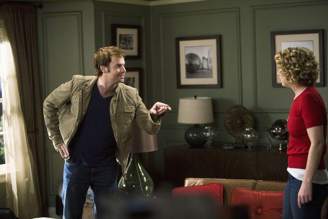 Zwischen Todd (Barry Watson, l.) und Samantha (Christina Applegate, r.) entbrennt ein heftiger Streit, als Todd erfährt, dass sie mit einem anderen... - Bildquelle: 2008 American Broadcasting Companies, Inc. All rights reserved.