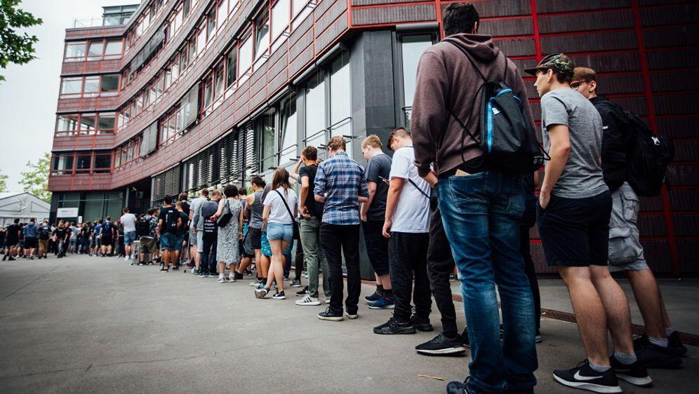 Die Schlange vor der ESL One Cologne 2018 - Bildquelle: ESL - Adela Sznajder