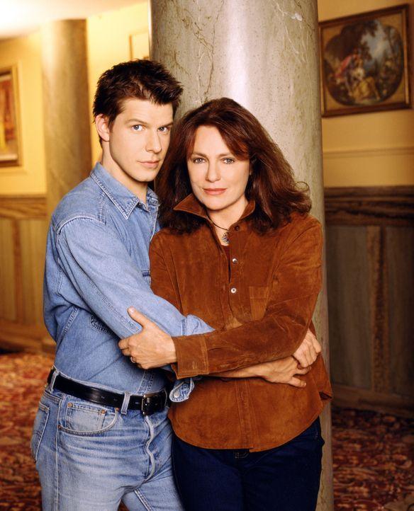 Hat ihre Liebe eine Chance? Maggie Patterson (Jacqueline Bisset, r.) verliebt sich in den 25-jährigen John (Eric Mabius, l.). - Bildquelle: Columbia TriStar Television