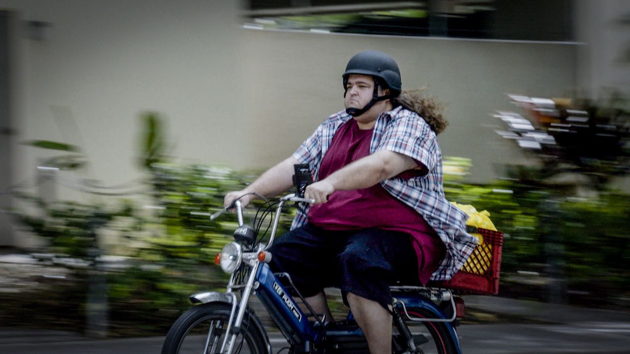 Während Jerry (Jorge Garcia) eine Entführung beobachtet, muss das Hawaii Five-O Team einen Mordfall aufklären. Doch der entpuppt sich komplizierter... - Bildquelle: 2015 CBS Broadcasting Inc. All Rights Reserved.