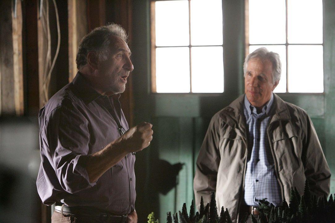 Ein neuer Fall bereitet Alan (Judd Hirsch, l.) und Roger Bloom (Henry Winkler, r.) Kopfzerbrechen ... - Bildquelle: Paramount Network Television