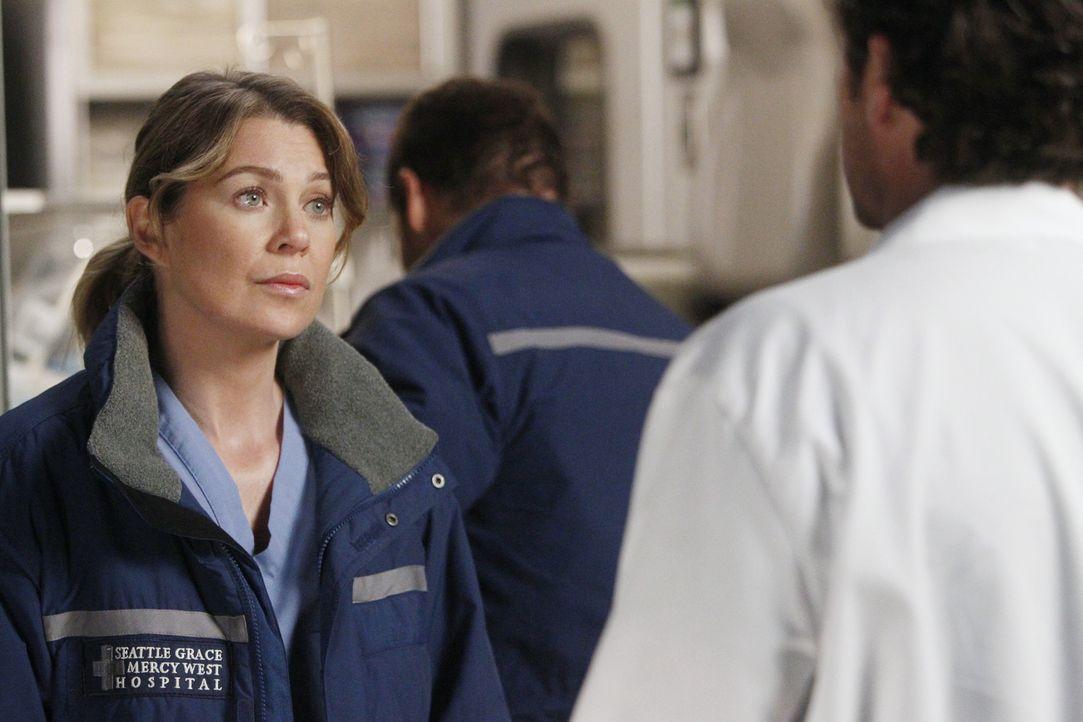 Während Henry blutspuckend ins Seattle Grace eingeliefert wird und sofort operiert werden muss, erhalten Meredith (Ellen Pompeo, l.) und Derek (Pat... - Bildquelle: ABC Studios