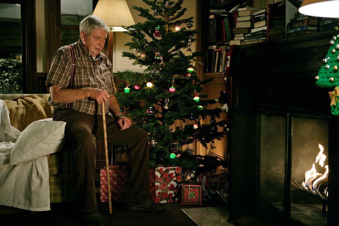 Gibbs bekommt von seinem Vater (Ralph Waite) Besuch zur Weihnachtszeit ... - Bildquelle: CBS Television
