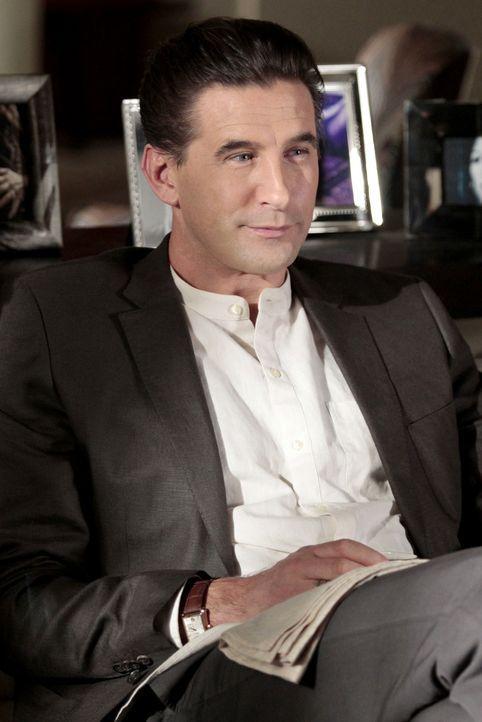 William (William Baldwin) ist froh, dass seine Tochter ihm verziehen hat ... - Bildquelle: Warner Bros. Television