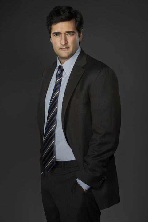 (1. Staffel) - Ein Mitglied der Mordkommission: der aufdringliche Detective Hanson (Donnie Keshawarz) ... - Bildquelle: Warner Brothers