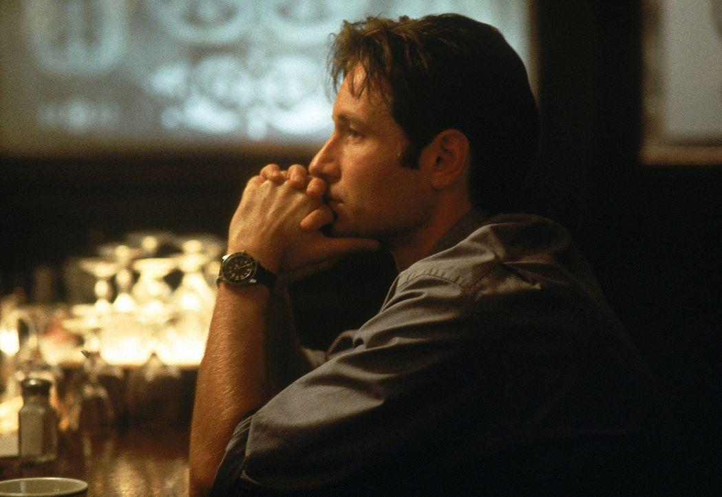 Special Agent Fox Mulder (David Duchovny) kommt einer Verschwörung auf die Spur. - Bildquelle: Twentieth Century-Fox Film Corporation