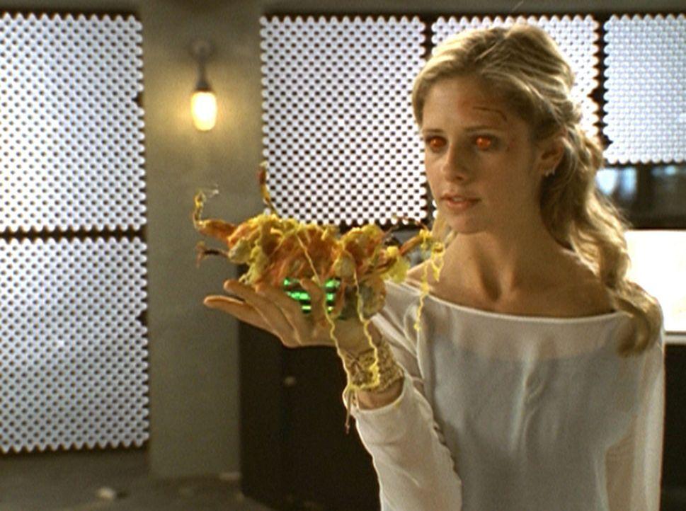 Mit Hilfe eines machtvollen Zaubers kann Buffy (Sarah Michelle Gellar) den Feind besiegen. - Bildquelle: TM +   2000 Twentieth Century Fox Film Corporation. All Rights Reserved.