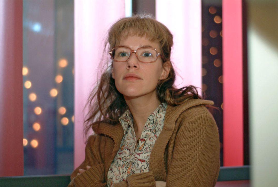 Nachdem David Lisa (Alexandra Neldel) gegenüber von seinem Kampf um die Liebe zu Mariella berichtet hat, versucht diese ihre Fassung wiederzugewinne... - Bildquelle: Monika Schürle Sat.1