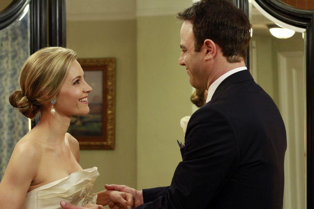 Obwohl ihre Familien dagegen sind, wollen sich Cooper (Paul Adelstein, r.) und Charlotte (KaDee Strickland, l.) das Ja-Wort geben ... - Bildquelle: ABC Studios