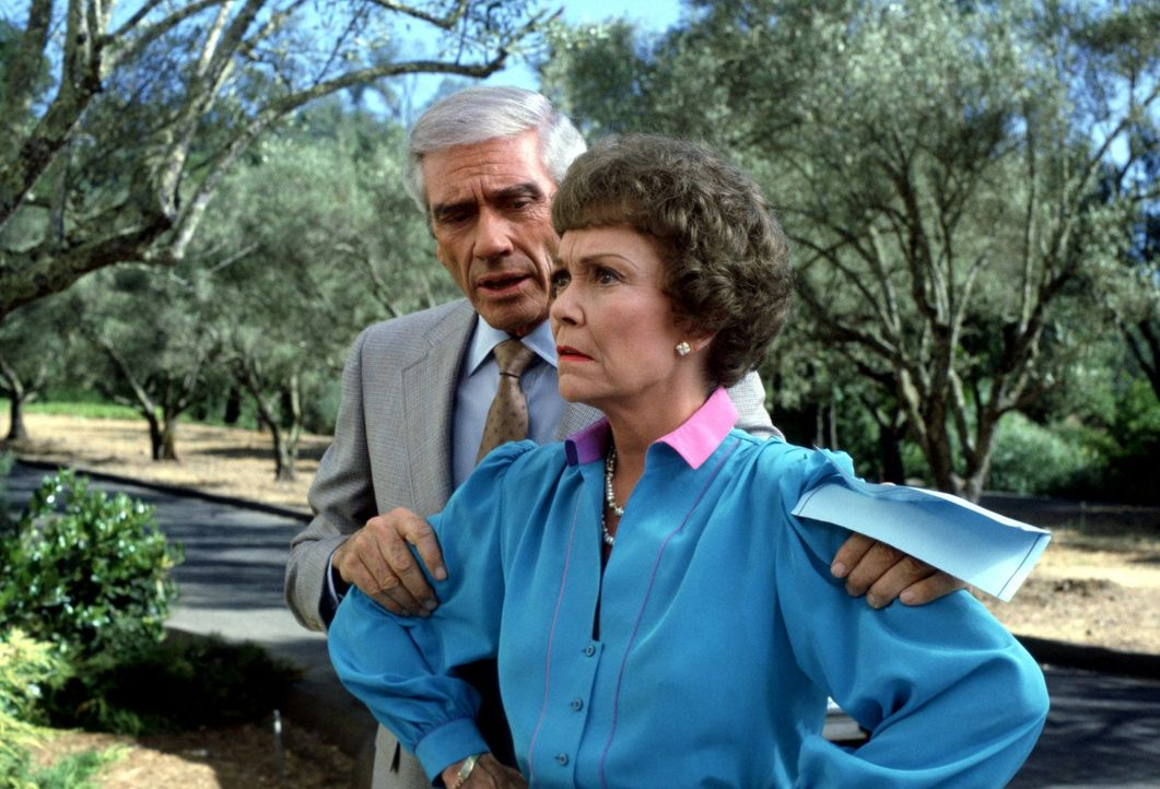 (3. Staffel) - Planen stets Böses: Angela (Jane Wyman, r.) und Philip (Mel Ferrer, l.) ... - Bildquelle: 1984   Warner Brothers