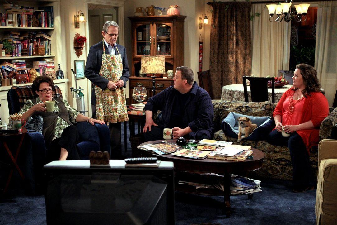 Verbringen einen gemeinsamen Abend miteinander, der allerdings durch eine einzige Frage im Chaos endet: Peggy (Rondi Reed, l.), Dennis (William Sand... - Bildquelle: 2010 CBS Broadcasting Inc. All Rights Reserved.