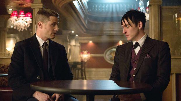 Während Gordon (Ben McKenzie, l.) glaubt, dass es innerhalb der Polizei von G...