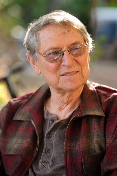 Wird von seinem Sohn einfach nicht zum Thanksgiving-Dinner eingeladen: Big Mike (John Cullum) ... - Bildquelle: Warner Brothers