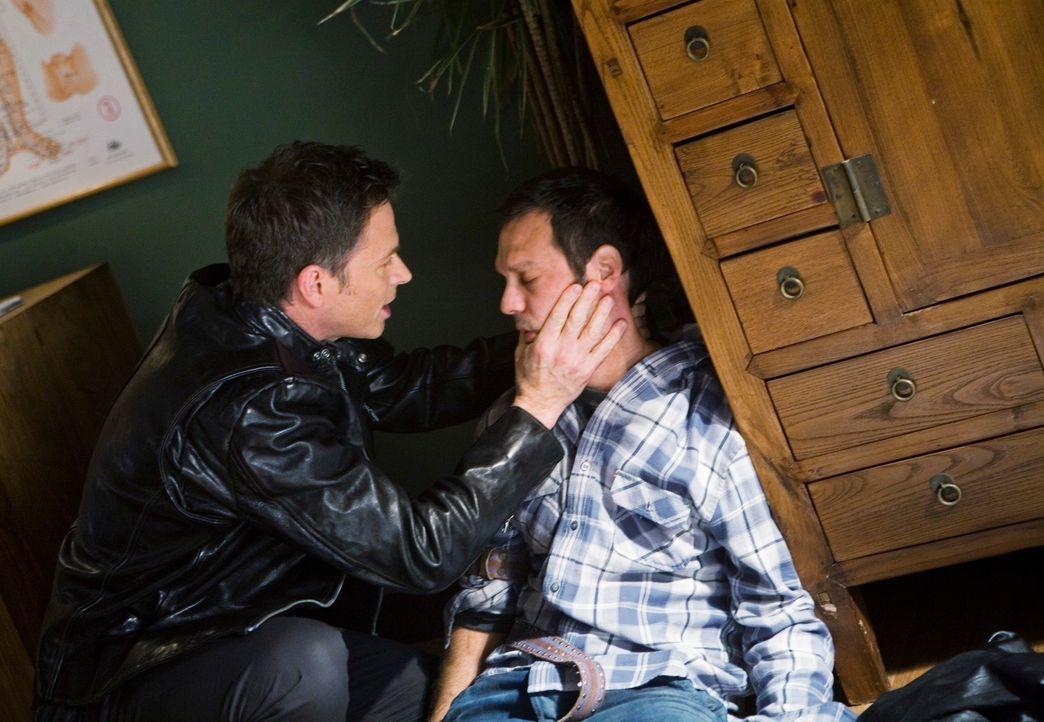 Pete (Tim Daly, l.) hat Probleme mit seinem drogensüchtigen Patienten Keith (Christopher Gartin, r.) ... - Bildquelle: ABC Studios