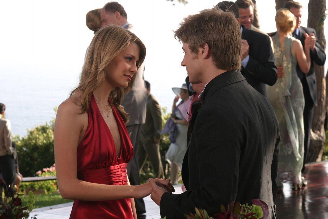 Wie wird es mit Ryan (Benjamin McKenzie, r.) und Marissa (Mischa Barton, l.) weitergehen? - Bildquelle: Warner Bros. Television