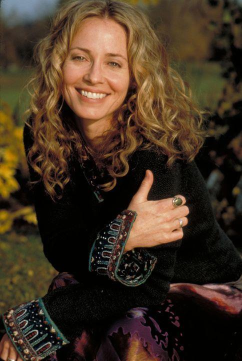 Emily (Susanna Thompson) war ihr Leben lang von Libellen fasziniert - und nun tauchen in Joe`s Leben ständig Dinge auf, die etwas mit Libellen zu tu... - Bildquelle: Spyglass Entertainment