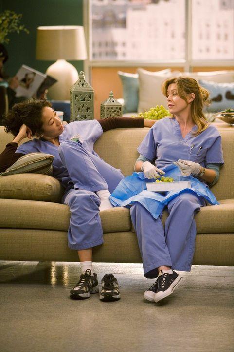 Der Arbeitsalltag ist nicht immer ein Genuss: Cristina (Sandra Oh, l.) und Meredith (Ellen Pompeo, r.) ... - Bildquelle: Touchstone Television