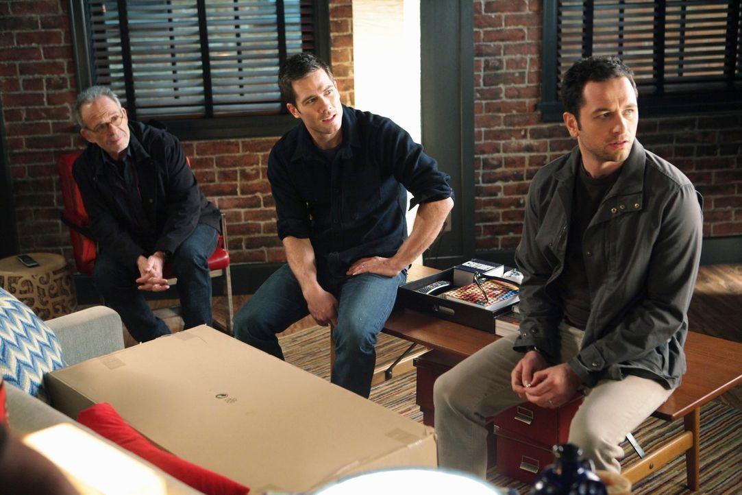 Noch glauben Saul (Ron Rifkin, l.), Scotty (Luke Macfarlane, M.) und Kevin (Matthew Rhys, r.), dass sie mit der Adoption die richtige Entscheidung g... - Bildquelle: 2010 American Broadcasting Companies, Inc. All rights reserved.