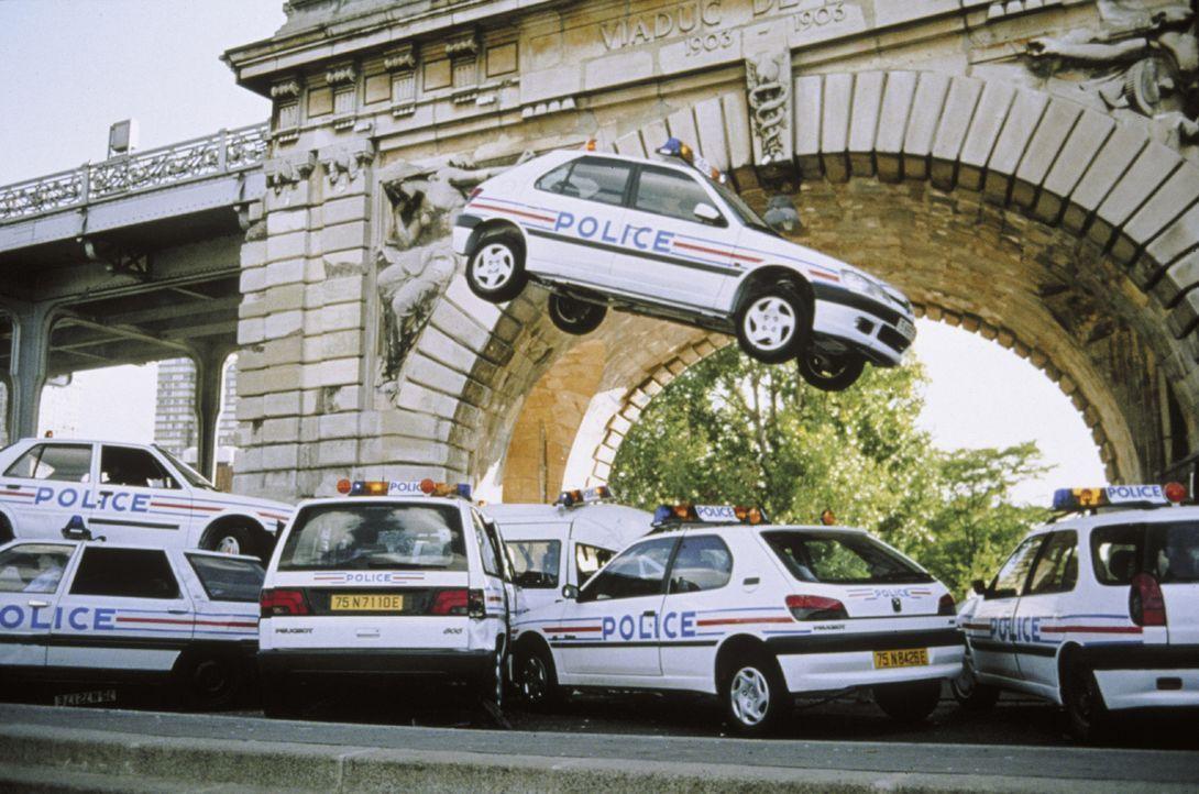 Mit seinem getunten Taxi heizt der junge Taxifahrer Daniel durch die Straßen Marseilles und sorgt dabei für mächtig viel Ärger ... - Bildquelle: Tobis Film