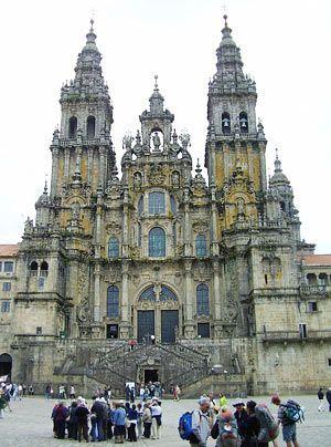 Das Ziel des berühmten Jakobswegs: Die Kathedrale von Santiago de Compostela im Nordwesten Spaniens. Bereits im Mittelalter pilgerten viele Gläubi... - Bildquelle: dpa