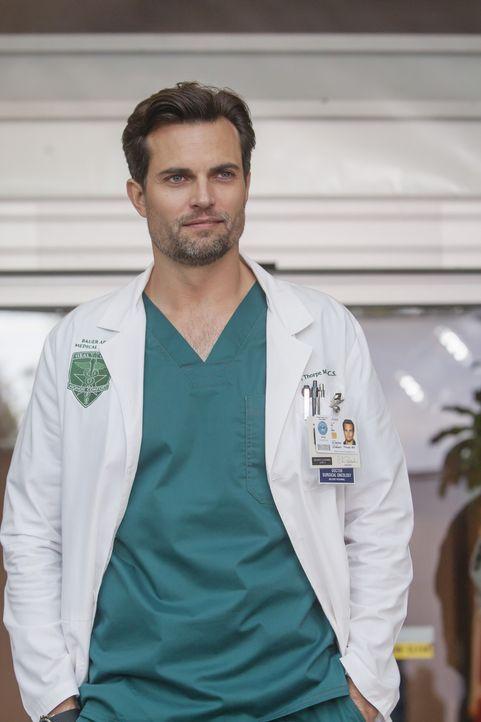 Ist vom Erscheinen von Meredith, Bailey, Jackson, Callie und Jo im Militärkrankenhaus nicht begeistert: Major Thorpe (Scott Elrod) ... - Bildquelle: Ron Batzdorff ABC Studios