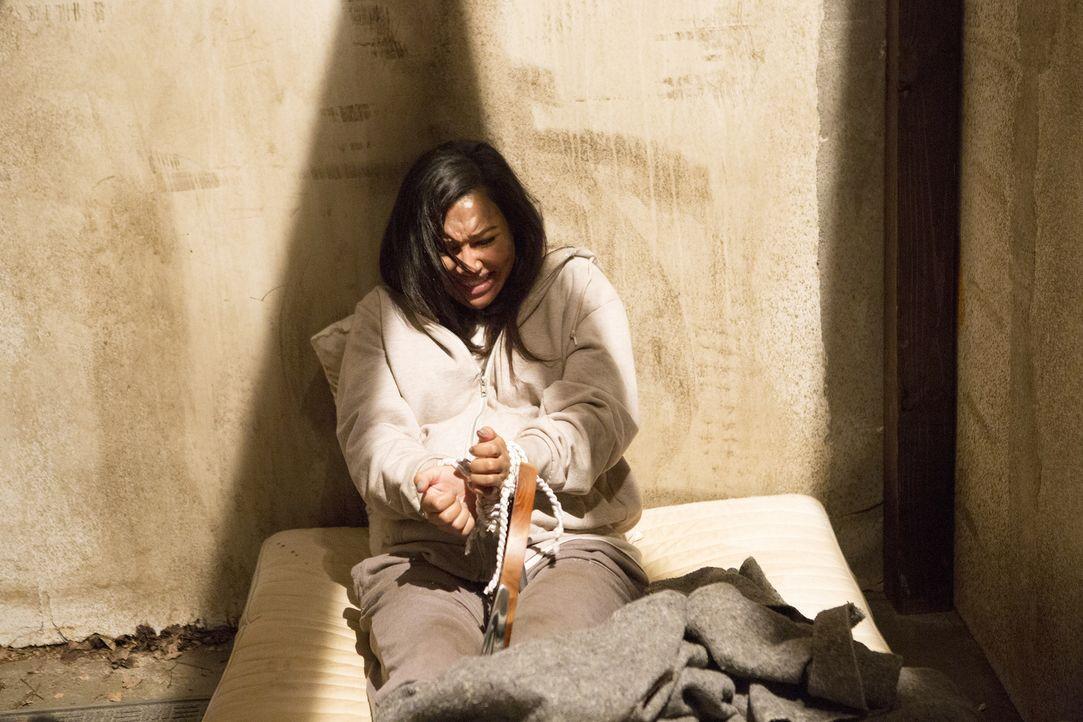 Während Blanca (Naya Rivera) verzweifelt versucht, ihrem Peiniger zu entkommen, setzt Evelyn alle Rädchen in Bewegung, um so schnell wie möglich ein... - Bildquelle: Annette Brown 2015 American Broadcasting Companies, Inc. All rights reserved.
