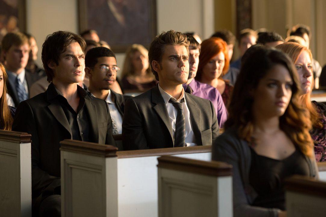 Damon und Stefan in der Kirche - Bildquelle: © Warner Bros. Entertainment Inc.