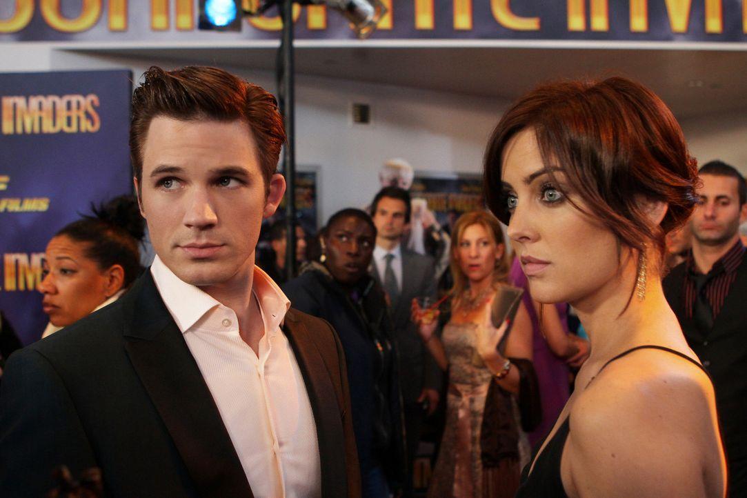 Kommt das kleine Geheimnis von Erin Silver (Jessica Stroup, r.) und Liam Court (Matt Lanter, l.) nun doch ans Licht? - Bildquelle: 2012 The CW Network. All Rights Reserved.
